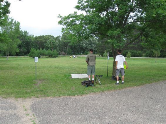 Two men playinf disc golf